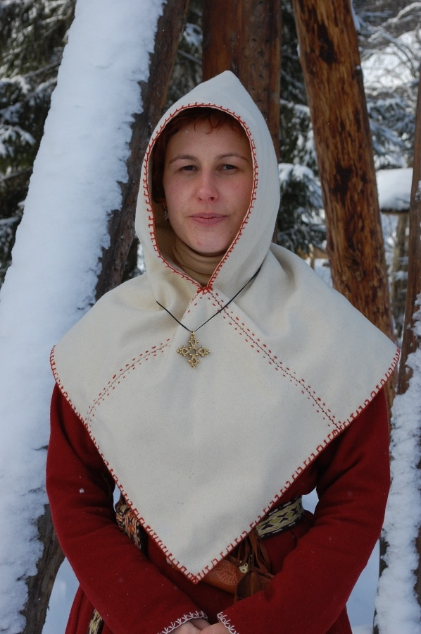 Skjoldehamn hood. 3 rectangles - A long one from shoulder to shoulder and a square in the front and back.