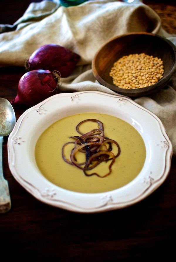 Crema de cebollas caramelizadas y lentejas.  Receta vegetariana de Pepekitchen para el blog 'A tu Gusto' de superSol. La mejor gastronomía :)