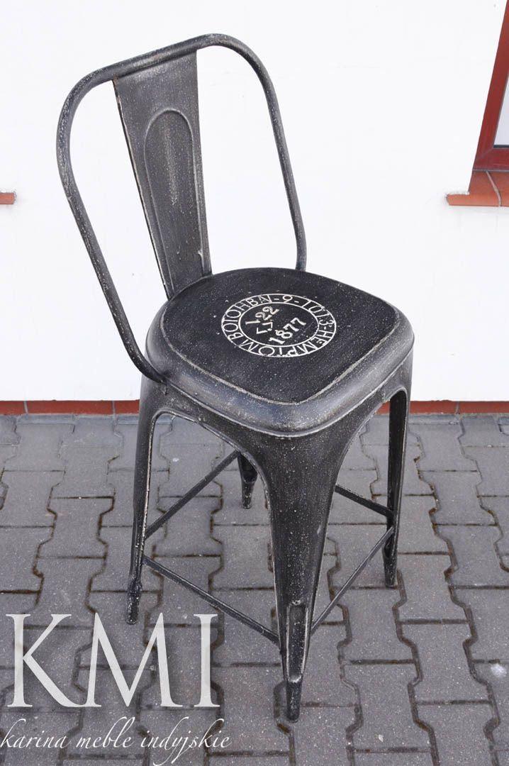 """krzesło barowe """"Tolix"""" Aby nie zatracić wrażenia przestronności w nowoczesnym wnętrzu należy postawić na mniejszą liczbę mebli ale o charakterystycznym designie. Jednym  z takich mebli jest krzesło w stylu bistro, praktyczne i ponadczasowe. Jego postarzana powierzchnia daje wspaniały, surowy efekt. Krzesło sprawdzi się zarówno w nowoczesnej jak i w rustykalnej aranżacji. http://karinameble.pl/pl/p/krzeslo-barowe-Tolix-Ki-4030/4325"""