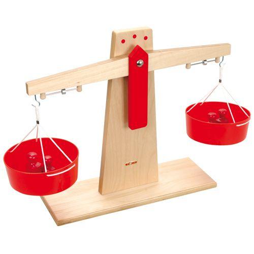 Begeleide of zelfstandige activiteit - Houten weegschaal - Om te vergelijken op gewicht.