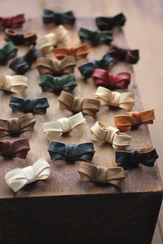 レザー リボン ミニブローチ - Leather Mini Ribbon Brooch - IRRE