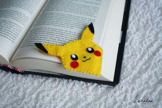 Felt corner Pikachu bookmark yellow love reading gift di Lanatema