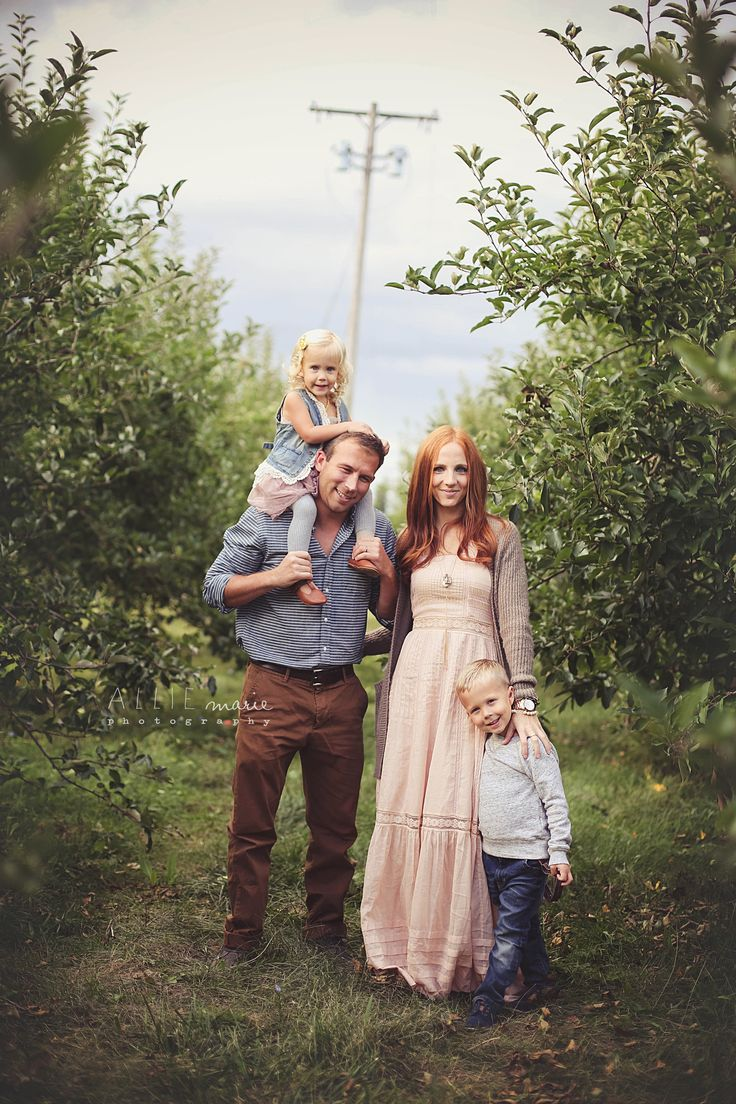 family posing by Allie Marie Photography