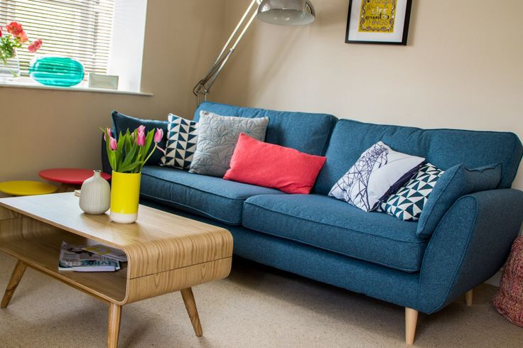 Our Pylon cushion in Alumina Blue looking very much at home at Mark Goddards pad! Great style!