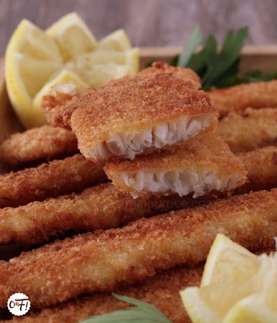 http://www.cestmafournee.com/2016/10/comment-bien-paner-les-filets-de-poisson_3.html  Pas de quantités ici, vous saurez les évaluer vous-même, c'est trop facile... A titre indicatif j'utilise un oeuf et les zestes de deux citron pour 7 filets de merlan : Quelques filets de merlan (ou autre) De la maïzena (ou de la farine de riz) Du panko (chapelure japonaise que l'on trouve facilement maintenant) Des zestes de citron non traités Des oeufs Du sel  Des graines de sésames (tellement bon avec !)