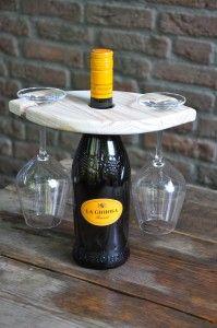 Glascarrousel wEYEn Onze nieuwste creatie: een glascarrousel voor 2 glazen voor romantische momenten.   Deze glascarrousel is geschikt voor 1 fles wijn, en 2 glazen. Prijzen: € 12,95 (excl. wijn en glazen) € 14,50 (incl. glazen, excl. wijn)