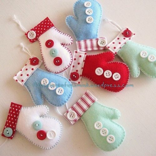 Felt Christmas ornaments - mittens