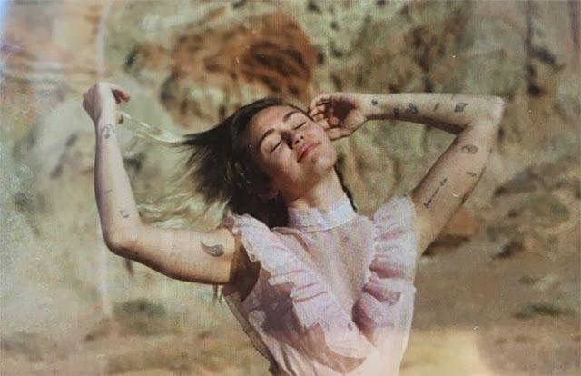 """Miley Cyrus lanzará nuevo single """"Malibu"""" el próximo viernes"""