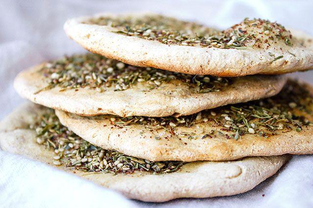 ... uma receita tradicional do Libano   Recheio:  Zaatar(tempero)  Misturar o zaatar com um pouco de azeite para poder passar com uma col...