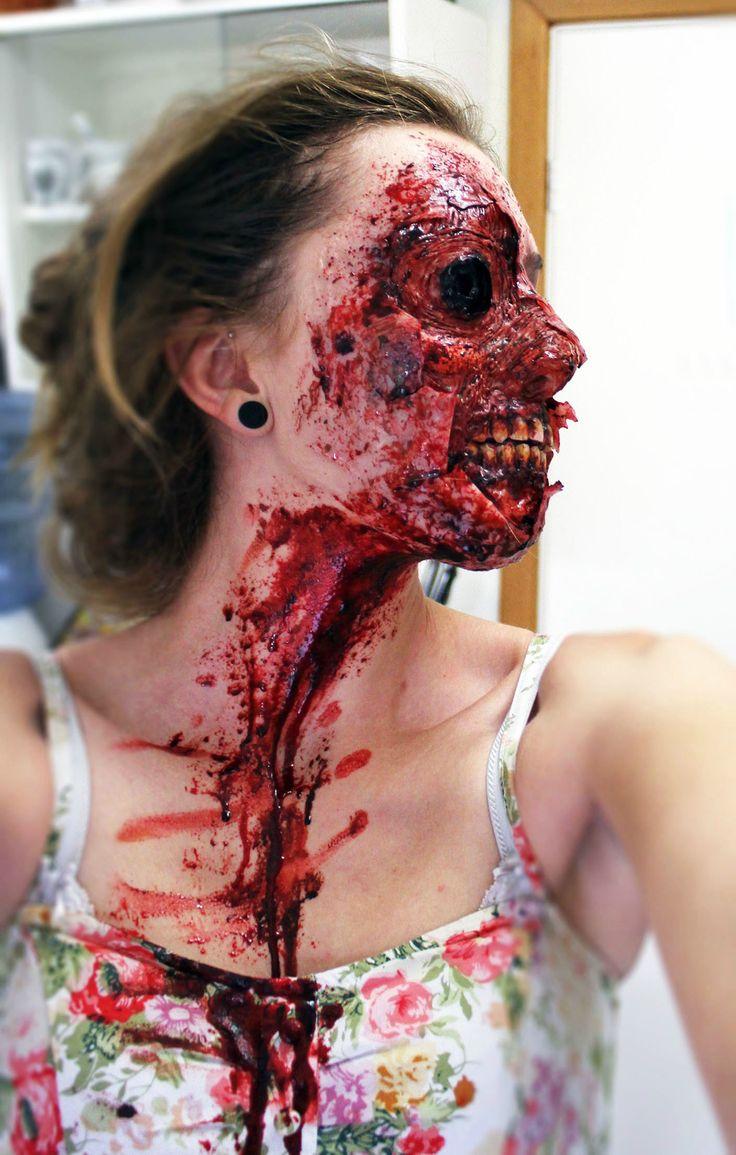 maquillaje parece que arrancaron piel de una mujer en la parte de la cara