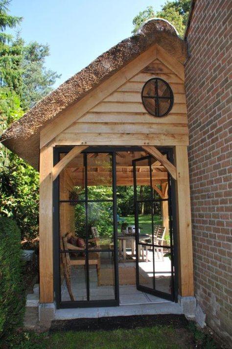 Tuinhuis hout met gietijzeren ramen/deuren glas