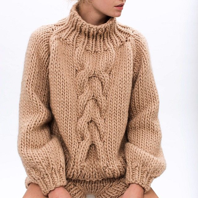 """ilovemrmittens: """"SAND. Cropped cable knit + short shorts #AW2015 #wool #bigknits - Chunky cream cable sweater"""