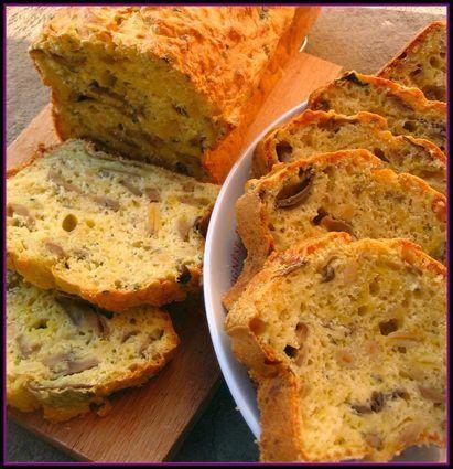 Cake aux champignons, oignons et pignons