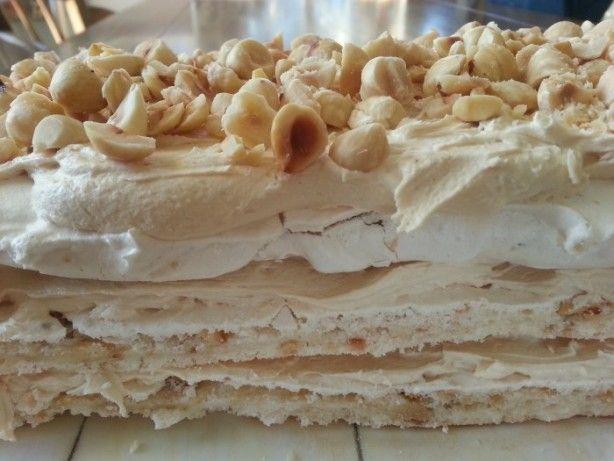 Hazelnootschuim gebak met een lichte mokka smaak. Hij is echt heerlijk!