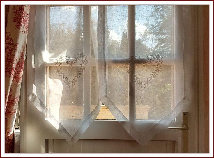 Les 25 meilleures id es concernant accrocher des rideaux - Poser des anneaux de rideaux ...