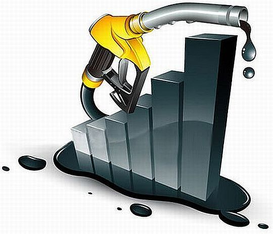 After increasing price of petrol in India by Rs 7.50 per liter last week, thanks to weakening Rupee, government of India faced opposition from everyone. Lucky for them, they are now able to roll back last week's hike by a good Rs 2 per liter as International oil prices have declined sharply over the last week. Oil companies in India have announced that petrol will be cheaper by Rs 1.68 (excluding local taxes and VAT) from midnight tonight.