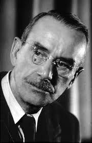 """Thomas Mann fue un escritor nacido el 6 de Junio de 1875 en Alemania. Su obra más famosa es """"Los Buddenbrook."""" Él muerrió el 12 de Agosto de 1955 en Suiza."""