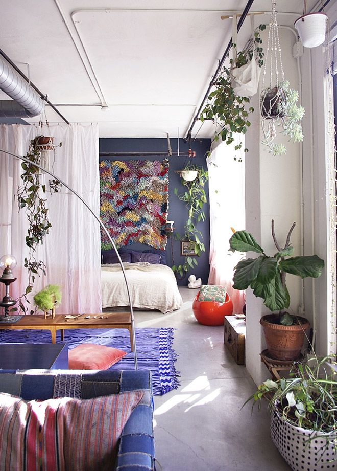 great way to split a room + the ubiquitous plants!    http://i.minus.com/iwK3Y0G2L2cUp.jpg