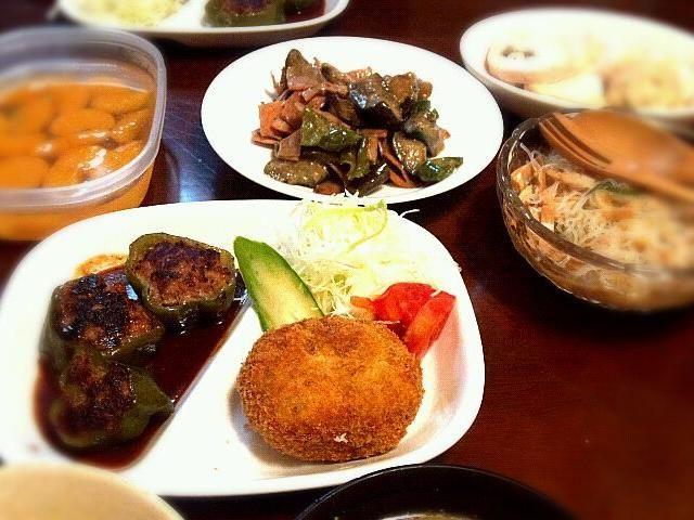 コロッケは次男と二人で作成しました☆ - 20件のもぐもぐ - ピーマンの肉詰め・コロッケ・春雨サラダ・茄子とピーマンの味噌炒め・鳥ハム by yukoDX
