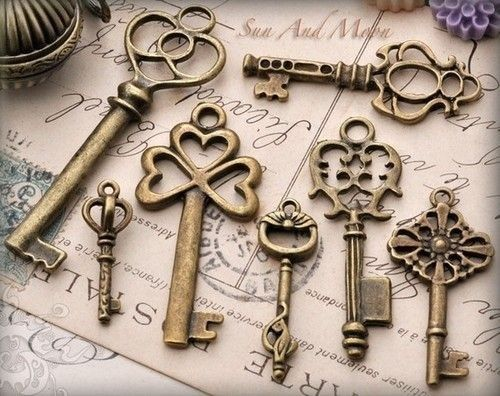 Beautiful skeleton keys. So mysterious.  Don't they make you wonder what secrets someone locked up? Perfect for original ink.