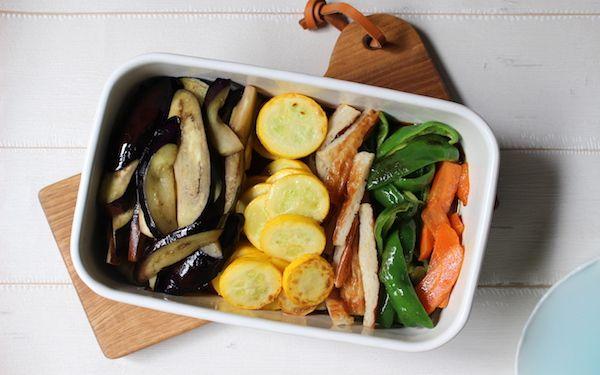 残り野菜がボリューミーな常備菜に!「夏野菜とちくわの揚げ浸し」【今日の時短ごはん Vol.21】 - 【E・レシピ】料理のプロが作る簡単レシピ[1/2ページ]