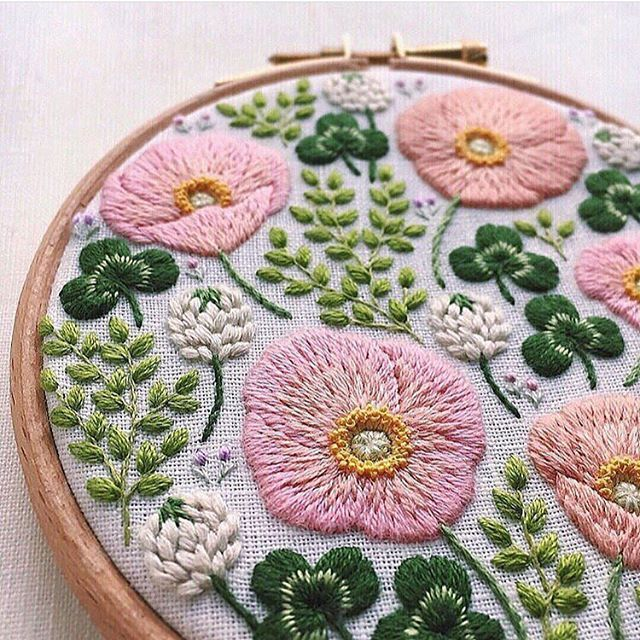 FRIDAY STITCH CRUSH  Loving this beautiful hoop by Japanese artist @madoka_lilac. That clover!  Im guessing that these are stitched with crewel wool? Hop over to Madokas account for more delights. Happy Friday! . . . . #fridaystitchcrush #embroidery #embroideryinstaguild #embroideryart #hoopart #floralembroidery #crewelembroidery