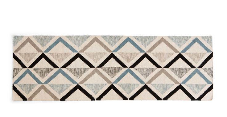 Akia, une descente de lit tissé main 66 x 200 cm, canard et gris | made.com