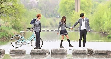 Sinopsis Drama School 2015 Who are you