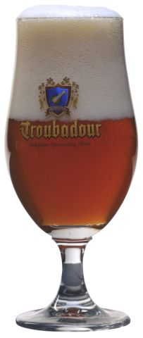 Troubadour Magma is an amber colored beer with the bitterness of an American IPA but balanced with the fruitiness of a Belgian Triple. Enjoy the explosion of fruity aromas from the dry-hopping.    Specifications:   Alcohol (V/V): 9,0%  Stamwort: 20 Plato  EBC: 40  IBU: 50