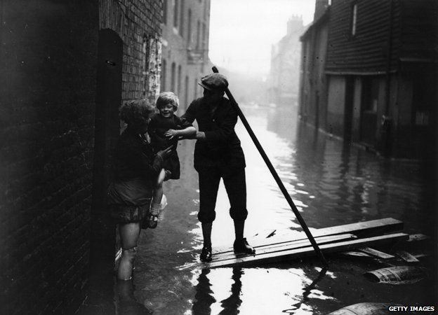 Thames flood of 1928 - the last time the streets of London were flooded