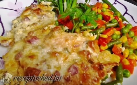 Csirkemell sajtos, baconos tejföllel sütve recept fotóval