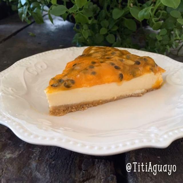 """633 Me gusta, 33 comentarios - TitiAguayo (@titiaguayo) en Instagram: """"Cheese Cake Integral de Maracuyá  Ingredientes para la base: 1. Diez galletas de salvado integrales…"""""""