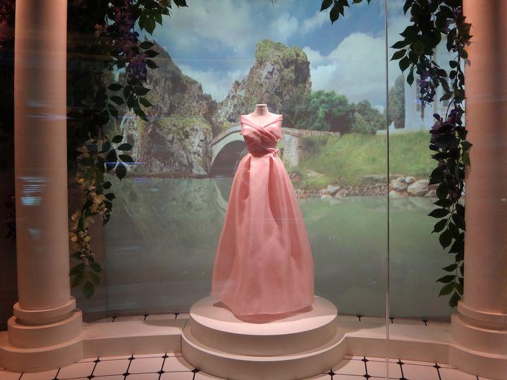 25 best ideas about mannequin couture on pinterest. Black Bedroom Furniture Sets. Home Design Ideas