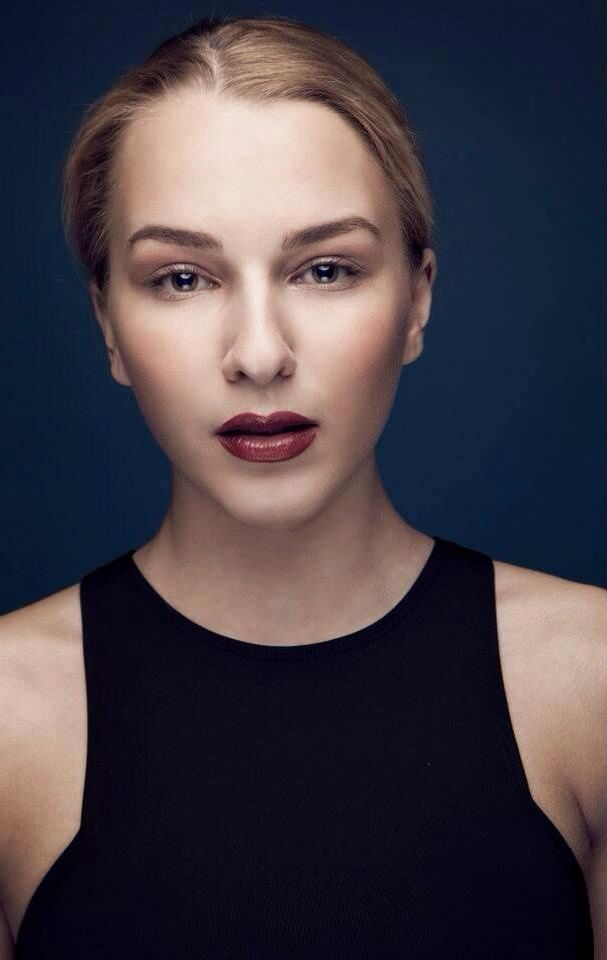 Photo: Søren Rajczyk  Model: Tenna Tuver Mua: Mia Stenild