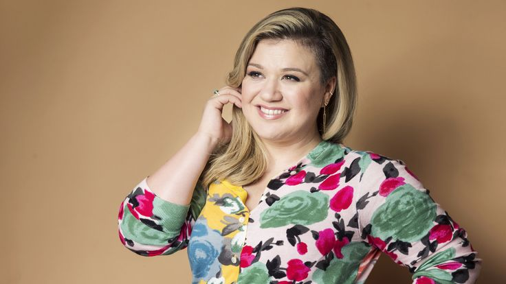 Kelly Clarkson reveals gender of baby No. 2 with help from daughter