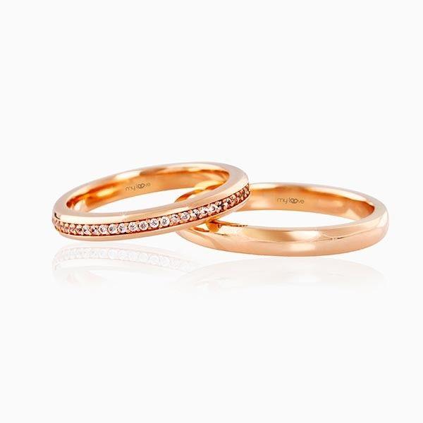 Evliliğin en naif sembolü, Kırmızı Altın Çift Alyans... (14 Ayar1,9 Gr.Kırmızı Altın) Her zaman bol çeşidiyle seçim yapmada zorlu anlar yaşatan ve günlük kullanımlardaki mücevher şıklığını da alyanslara taşıyan çok özel tasarımların yer aldığı bir marka olan MyLoove ürünü'dür....