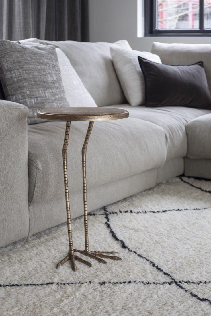 Luxe zitbank in modern interieur   woonkamer ideeën   living room decor ideas   luxury living room   Hoog.design