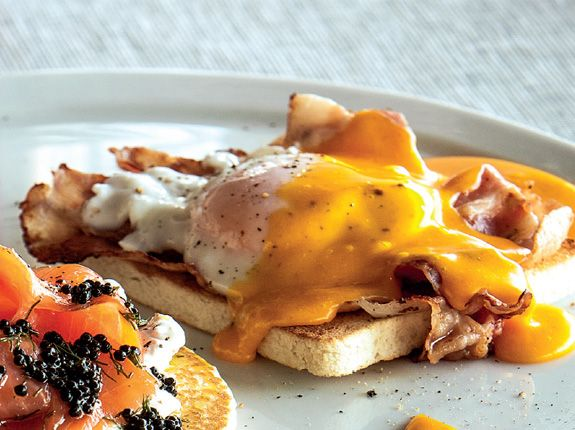 Huevos Benedictine...hhmmm can i have this for breakfast today?? please!