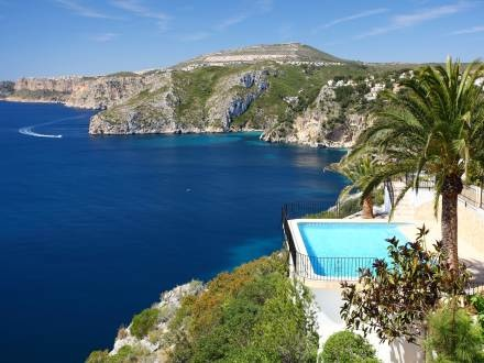 Cliff top retreat with private pool  http://www.interhome.se/english/spain/costa+blanca/j%c3%a1vea+x%c3%a0bia/es9710.579.1