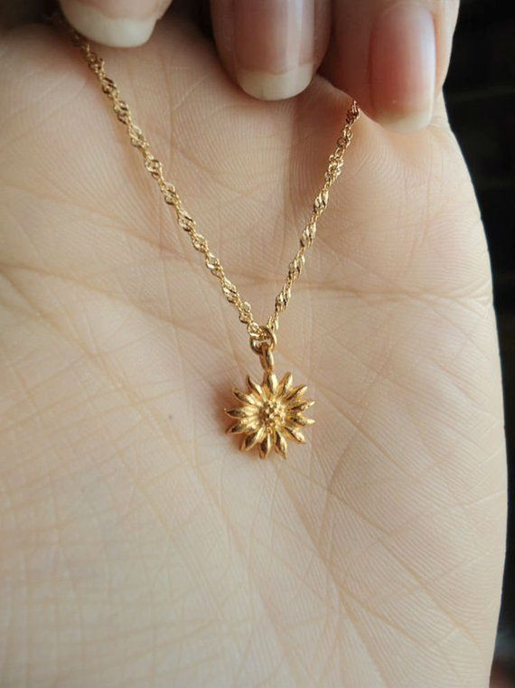 Gold Sunflower Necklace Happy Charming Detailed Daisy Flower Charm 24k Gold Simple Dainty Jewelry Bridesmaid Flower Girl Wedding Gifts In 2021 Sunflower Necklace Fine Gold Jewelry Tiny Jewelry