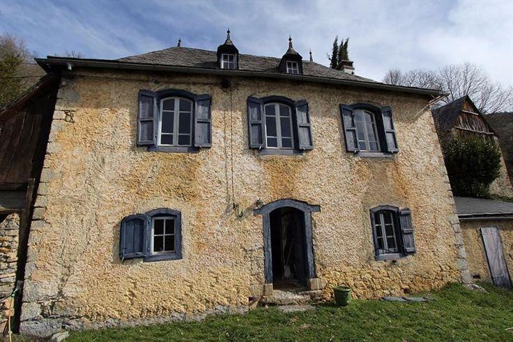 It was built in 1750 - Alos, FR