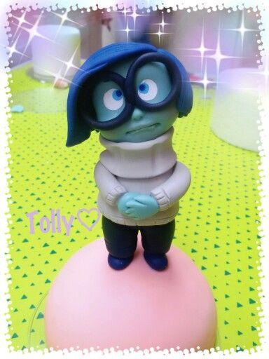 #caketopper #porcellanafredda by #tollykawaiiaccessories #tristezza #insideout #disney #pixarmovies #decorazione #torta #gadget #fattoamano #fake #cakes #cakedesigner #disney #cartoon #compleanno #bimba #statuetta in #porcellanafredda #pastadimais #biscuit #porcelanafria #handmade #doll #disney #cartoon