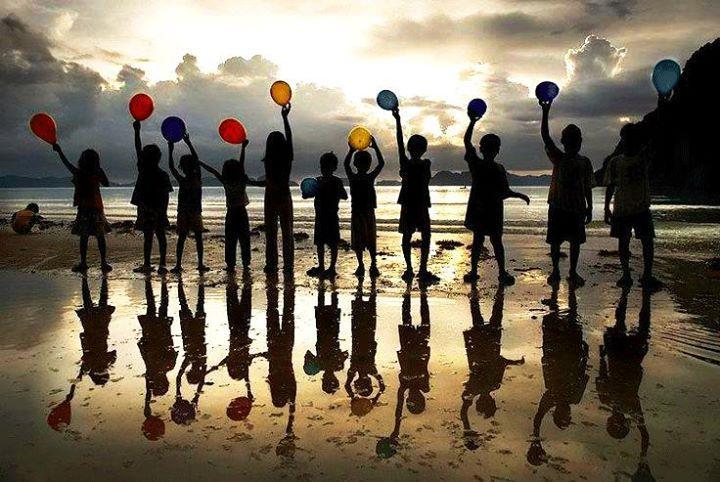 Çocuklarımızın, çocuk gibi yaşadığı günlere uyanmayı umut ettiğimiz, barış içinde mutlu bir hafta dileriz... #iyihaftalar #haftabaşı #çocuklar #mutluçocuklar #barış #pazartesi