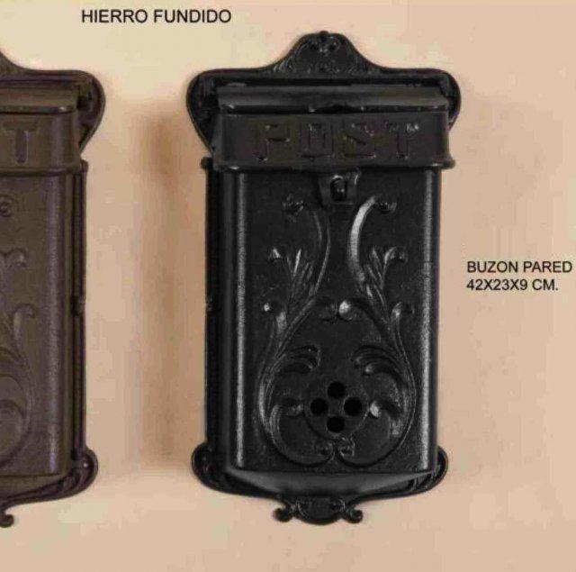 BUZÓN DE PARED HIERRO FUNDIDO NEGRO Medidas: 42X23X9cm IVA incluido También disponible en marrón óxido.