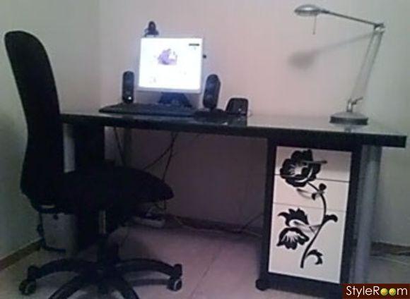 skrivbord,vitt,svart,dator,lampa