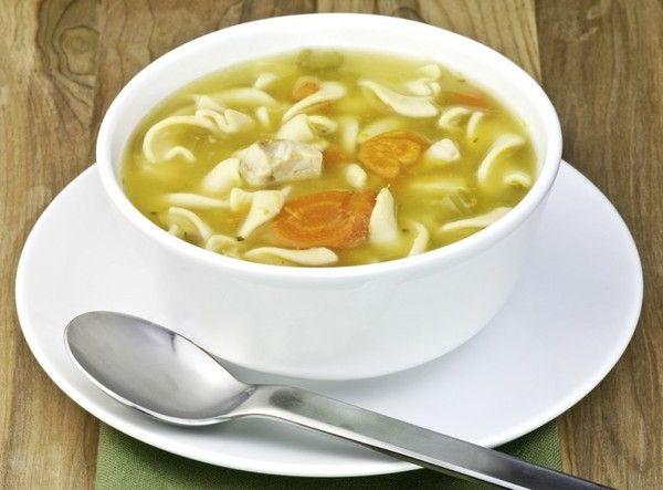 Нежирные и полезные первые блюда: суп с курицей