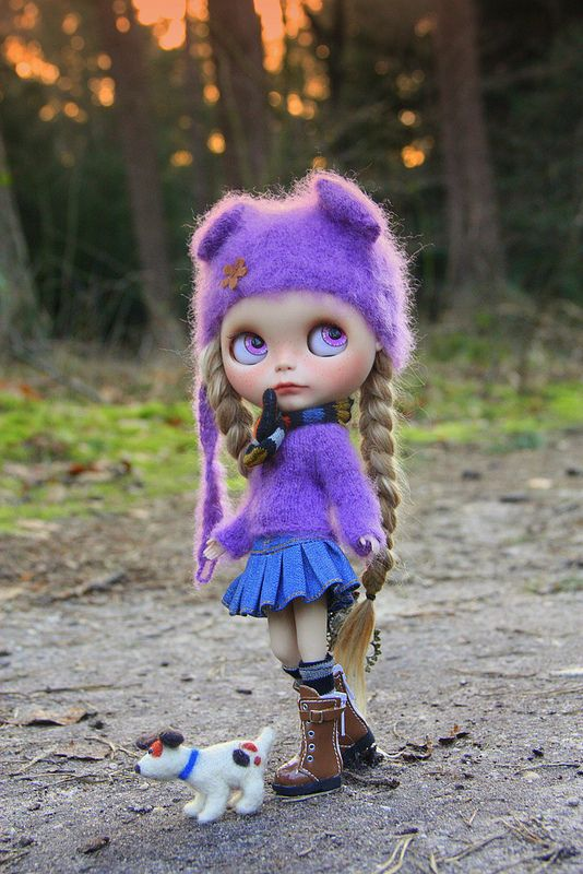 Adorable hair & outfit, beautiful eyes...want!