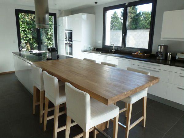 Hs cuisine ouverte : une grande table avec l'ilôt et pas de table de salle à