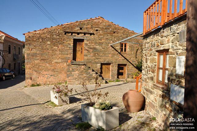 PR8 PNV – Caminho do Xisto de Figueira (Proença-a-Nova)  No concelho de Proença-a-Nova, distrito de Castelo Branco, existe uma aldeia onde o tempo passa mais devagar, o seu nome é Figueira.  Ver mais em: http://solagasta.com/pr8-pnv-caminho-do-xisto-de-figueira-proenca-a-nova/