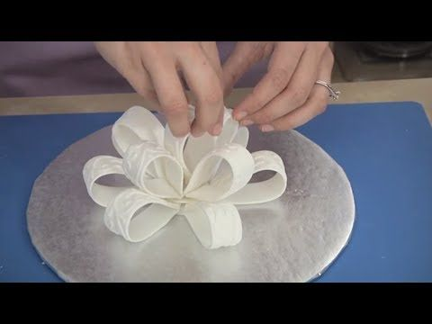 ▶ ▶ Watch How to Make a Fondant Bow and Loops - YouTube